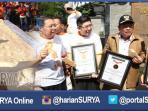 berita-sidoarjo-kerupuk-terpanjang-di-indonesia_20160403_185935.jpg