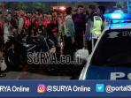 berita-surabaya-antisipasi-bonek-petugas-satpol-pp_20161111_000029.jpg