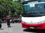 berita-surabaya-bus-buruh-pasruan_20170501_131537.jpg