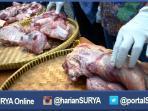 berita-surabaya-daging-busuk-oplosan-babi-sapi_20160629_091119.jpg