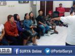 berita-surabaya-dolly-pasangan-mesum-dan-pekerja-seks-komersial-psk_20160302_183224.jpg