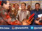 berita-surabaya-jatim-pakde-promosi-tas_20160413_001526.jpg