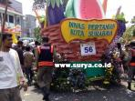 berita-surabaya-parade-bunga-cabut-bunga_20160522_165054.jpg