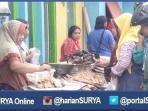 berita-surabaya-pedagang-ikan-ramai-di-jembatan-surabaya_20160713_164826.jpg