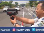 beritajatim-speed-gun-alat-ukur-kecepatan-kendaraan-surabaya_20160904_211711.jpg