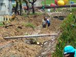 bersihkan-bekas-banjir-di-citraland-surabaya-barat.jpg