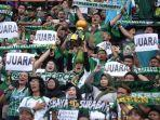 bonek-saat-memberi-dukungan-persebaya-vs-madura-united-di-stadion-gelora-bung-tomo.jpg