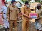 bpbd-bondowoso-memberikan-bantuan-kepada-warga-desa-jatitamban.jpg