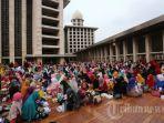 buka-puasa-di-masjid-istiqlal-jakarta_20180605_145439.jpg