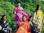 bupati-banyuwangi-ipuk-fiestiandani-mempromosikan-batik-bermotif-filosofi-ajaran-buddha.jpg
