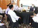 bupati-banyuwangi-ipuk-fiestiandani-menerima-pengurus-badan-waqaf-indonesia-banyuwangi.jpg