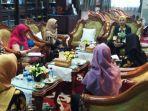 bupati-faida-saat-menerima-kunjungan-pengurus-ikatan-apoteker-indonesia-iai.jpg