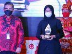 bupati-ipuk-menerima-penghargaan-trisakti-tourism-award-2021.jpg