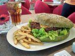 burger-pedas-the-grinch-burger-ukuran-jumbo-di-swiss-belinn-manyar-surabaya.jpg