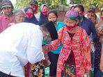 cabup-nomer-1-bambang-haryo-soekartono-saat-berkunjung-ke-kampung-di-desa-sepande-kecamatan-candi.jpg