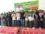 calon-wakil-bupati-alif-berada-di-tengah-tengah-pendukung-relawan-bawean-bersatu.jpg