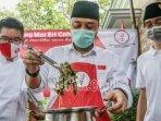 calon-wali-kota-surabaya-eri-cahyadi-memasak-gulai-daun-singkong-khas-bung-karno.jpg