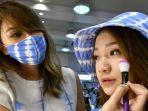 cara-agar-make-up-tidak-menempel-di-masker.jpg
