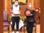 ceo-sekaligus-founder-dbl-indonesia-azrul-ananda-bertemu-khofifah.jpg