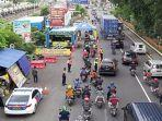 check-point-bikin-macet-di-waru.jpg