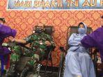 dan-lanud-tni-au-muljono-kolonel-pnb-muhammad-somin-dan-istri-elvira-somin-mengikuti-donor-derah.jpg