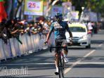 davide-rebellin-jadi-penguasa-etape-pertama-tour-de-banyuwangi-ijen-2017_20170927_175059.jpg