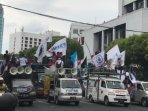 demo-buruh-di-depan-gedung-grahadi-kota-surabaya-beberapa.jpg