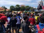 demo-buruh-di-depan-grahadi-surabaya.jpg