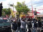 demo-mahasiswa-di-polres-tulungagung.jpg