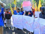 demo-mahasiswa-pmii-di-dprd-sidoarjo.jpg