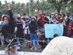 demo-mahasiswa-pmii-jember-di-kantor-pemkab.jpg