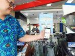deryl-juwono-staff-e-commerce-stsj-yamaha-jatim-saat-menjelaskan-promo.jpg