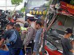 detik-detik-tabrakan-bus-sugeng-rahayu-vs-truk-di-madiun-sopir-asal-sidoarjo-tewas-terjepit.jpg