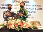 direktur-keuangan-lukito-budiman-bersama-komisaris-independen-pt-jasuindo-tiga-perkasa.jpg