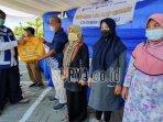 direktur-utama-jgp-widiyatmiko-nursejati-saat-memberikan-bantuan.jpg