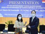 distinguished-taiwan-alumni-award-untufelycia-edi-soetaredjo.jpg