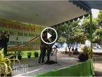 emil-dardak-bernyanyi-di-depan-pc-muslimat-nu-surabaya_20171231_202721.jpg