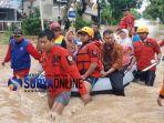 evakuasi-bpbd-banjir-madiun.jpg