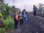 evakuasi-korban-asal-desa-sambiresik-kecamatan-gampengrejo.jpg