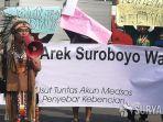 forum-arek-suroboyo-wani-yang-menggelar-aksi-damai-di-depan-mapolrestabes-surabaya.jpg