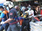 foto-evakuasi-korban-ruko-jalan-kranggan-surabaya-terbakar.jpg