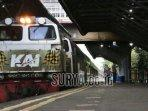 foto-ilustrasi-kereta-api-train-gerbong-kereta-api-di-stasiun-gubeng-surabaya-saat-mudik.jpg