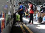 foto-ilustrasi-penumpang-kereta-api-selama-masa-pandemi-covid-19-di-stasiun-gubeng-surabaya-baru.jpg