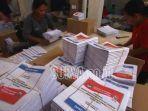 foto-ilustrasi-sejumlah-pekerja-melipat-surat-suara.jpg