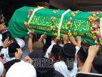 foto-keranda-jenazah-almarhum-kh-salahuddin-wahid-gus-sholah.jpg
