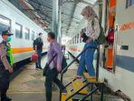 foto-penumpang-kereta-api-di-tengah-pandemi-covid-1.jpg
