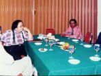 foto-pertemuan-pertama-jokowi-dan-sri-mulyani-dalam-seminar-ekonomi-1998-di-solo.jpg