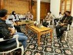 founder-bgk-achmad-deni-daruri-bersama-bupati-banyuwangi-ipuk-fiestiandani.jpg