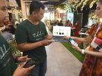 founder-novi-kurniawan-dan-amiridzal-jundi-menunjukan-aplikasi-nikahmu.jpg
