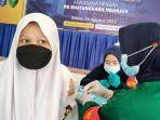 gerai-vaksin-presis-para-pelajar-sma-di-kabupaten-nganjuk.jpg